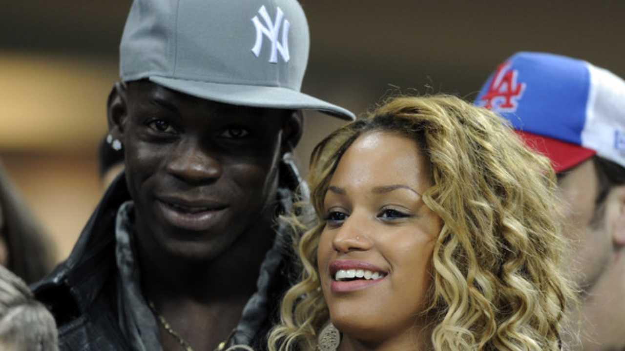 Anno 2014: Mario Balotelli con la fidanzata Fanny Neguesha (foto Libero).