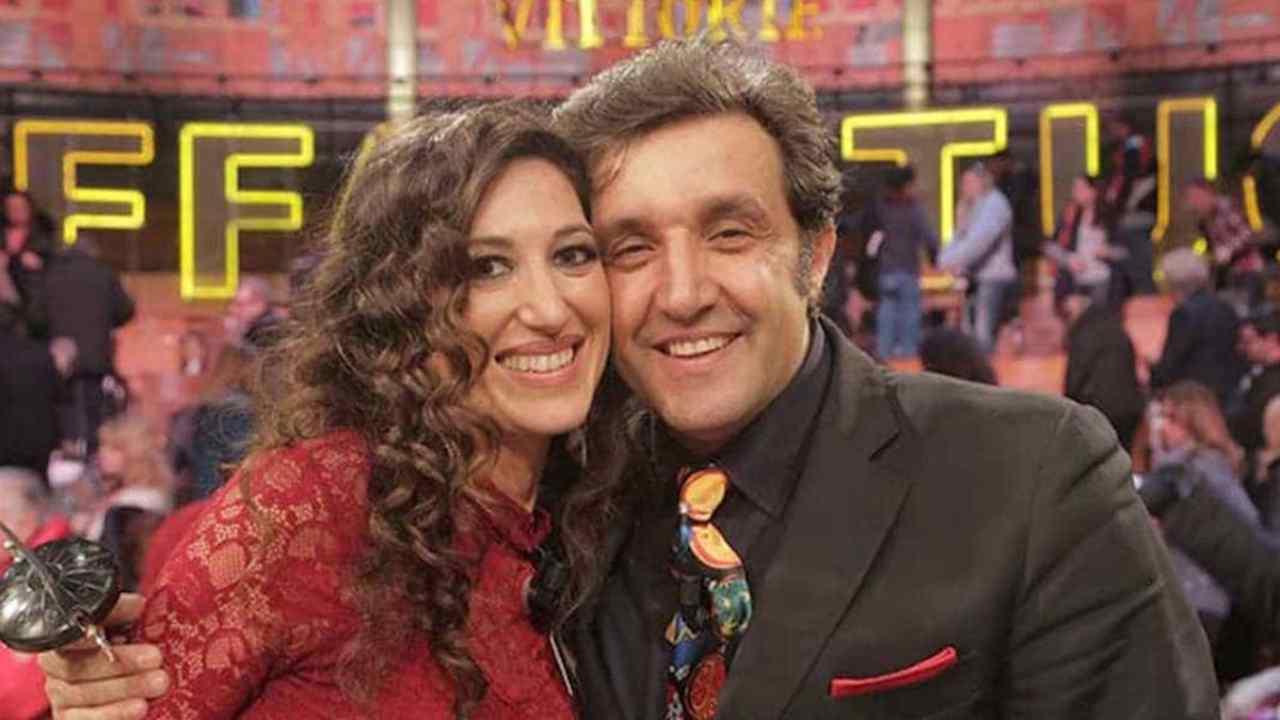 Finalmente l'amore: Flavio Insinna e la moglie Adriana Riccio (foto Instagram).
