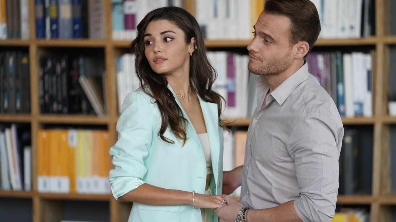 """La soap opera che arriva dalla Turchia: """"Love is in the air"""" (foto Mediaset)."""