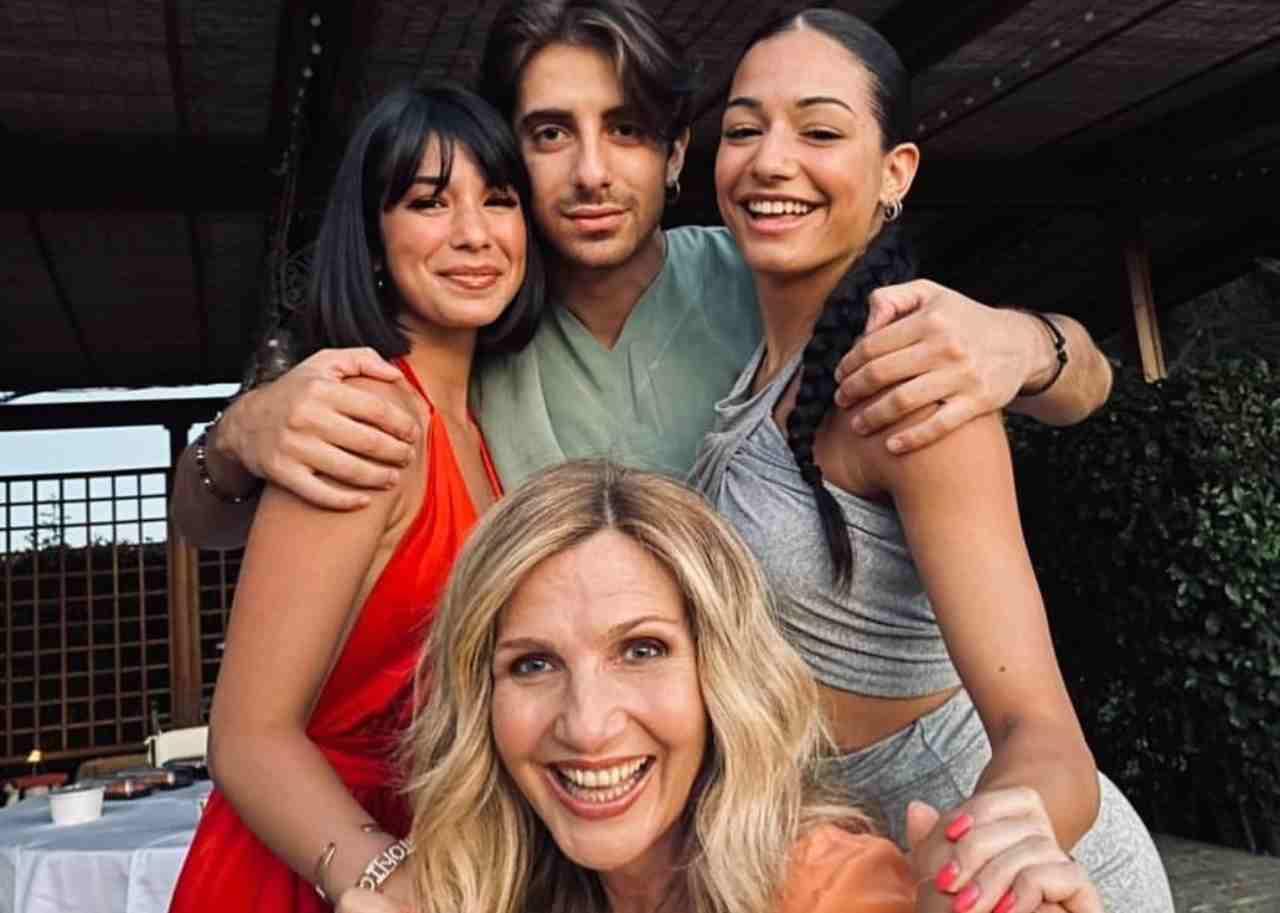 Amici 20, Martina Miliddi con Lorella Cuccarini ed i suoi compagni di avventura (foto Instagram).