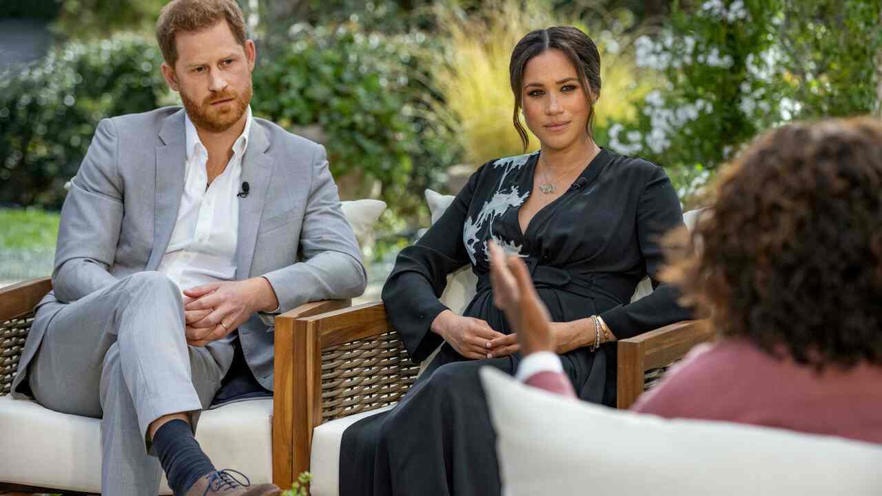 Royal Family, Harry Windsor e Meghan Markle durante la celebre intervista con Oprah Winfrey (foto Rai).