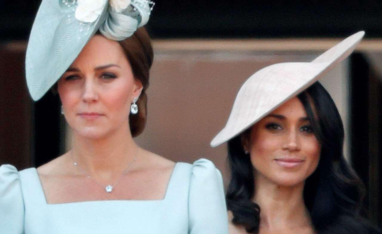 Royal Family: Kate Middleton e Meghan Markle si affacciano dal balcone di Buckingham Palace (foto di Max Mumby/Indigo/Getty Images).