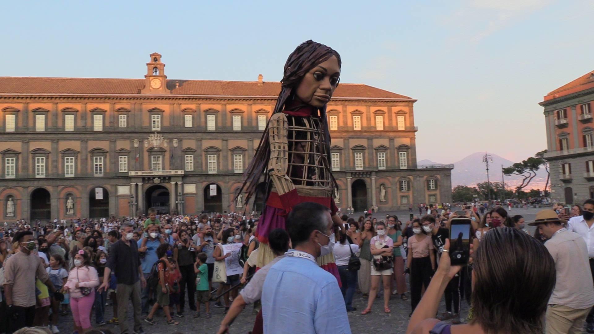 Amal in Piazza del Plebiscito