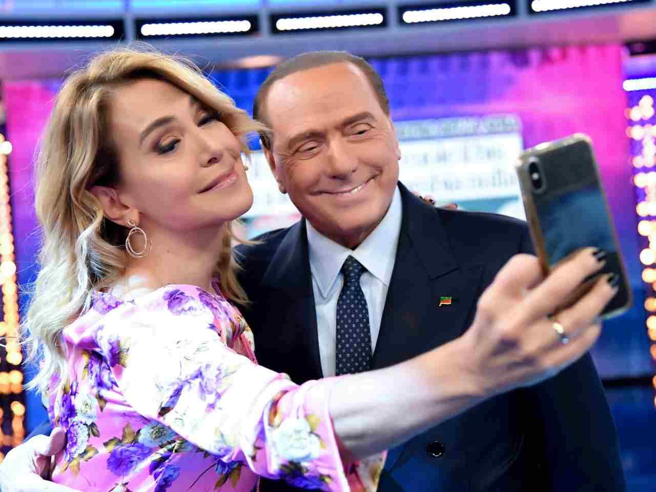 Silvio Berlusconi è stato uno dei tanti ospiti nello studio di Pomeriggio Cinque (foto Mediaset).