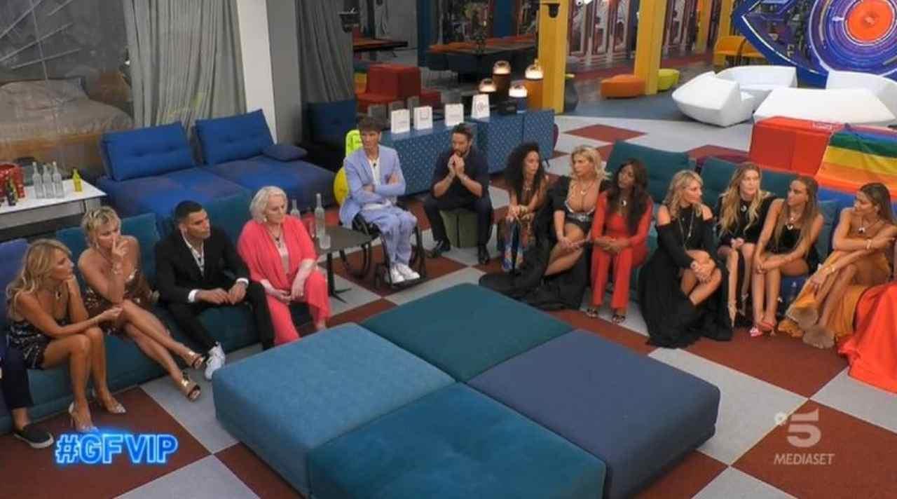 I concorrenti del GF Vip 6 durante la diretta televisiva (foto Mediaset).