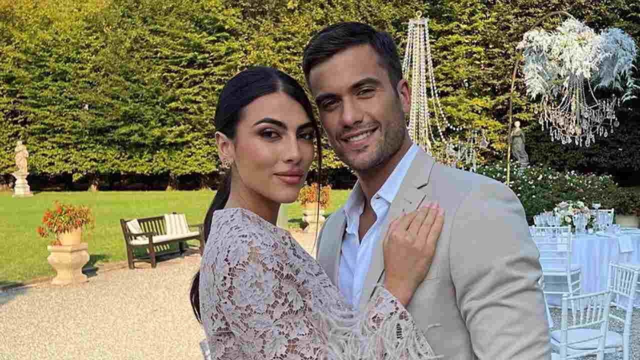 Innamorati: Giulia Salemi e Pierpaolo Pretelli durante la festa di matrimonio di un'amica (foto Instagram).