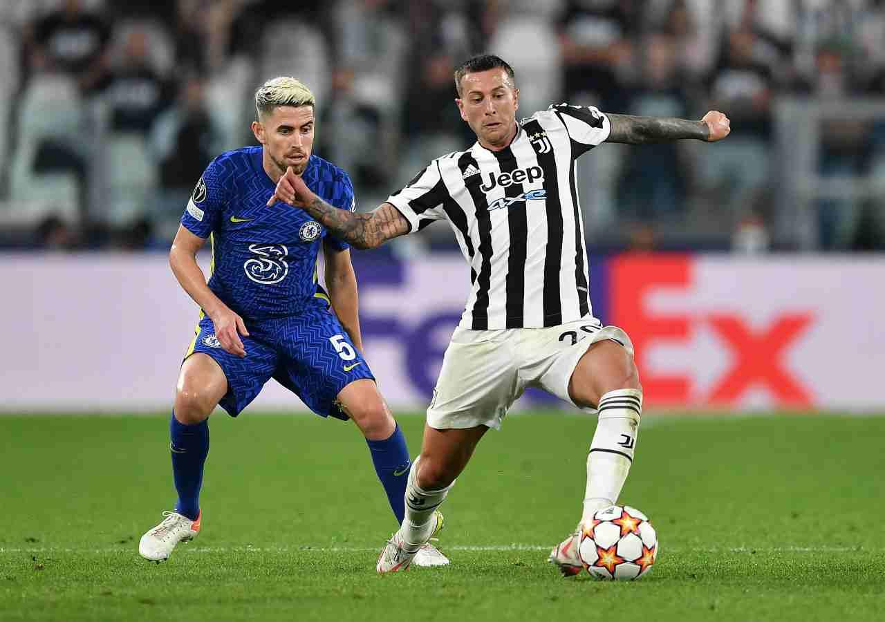 Champions League, duello fra i due compagni della Nazionale Jorginho e Bernardeschi. Questa volta indossano le maglie della Juventus e del Chelsea. 29 settembre 2021 (foto di Valerio Pennicino/Getty Images).