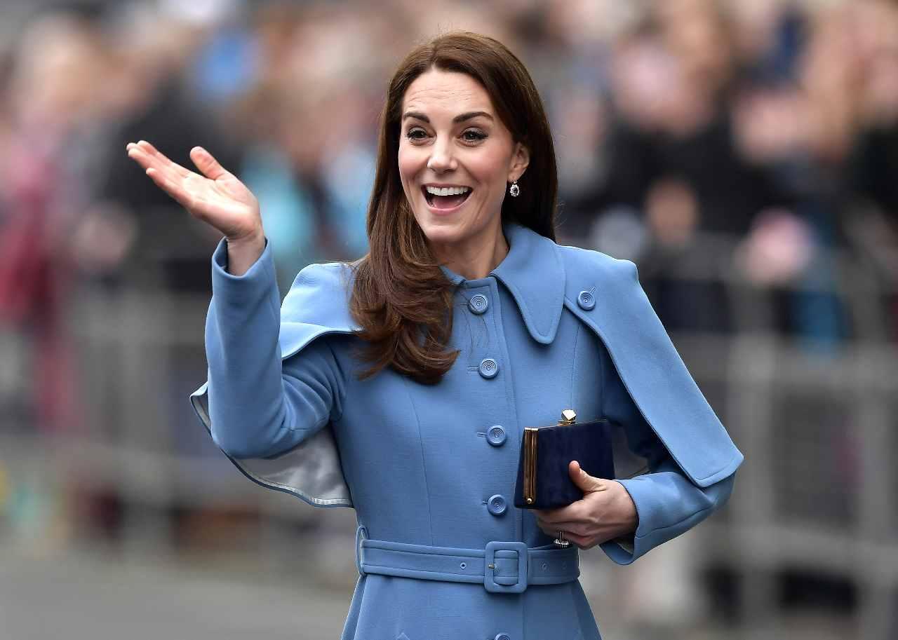 La duchessa di Cambridge, Kate Middleton, saluta i sudditi nel Nord Irlanda (foto di Charles McQuillan/Getty Images).