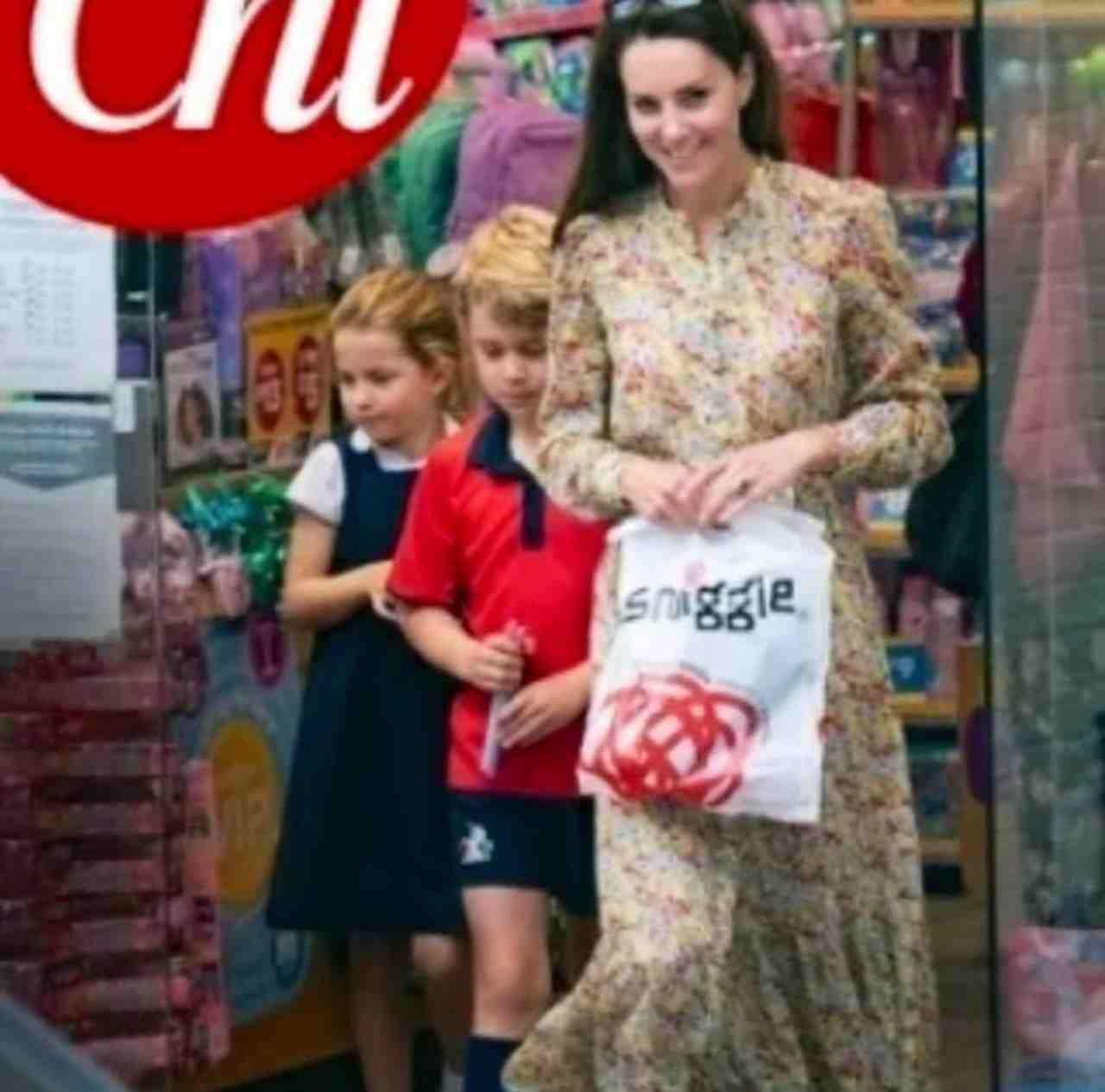 George e Charlotte in cartoleria con mamma Kate Middleton, senza guardia del corpo: proprio come faceva Lady Diana con William e Harry (fonte: Chi).