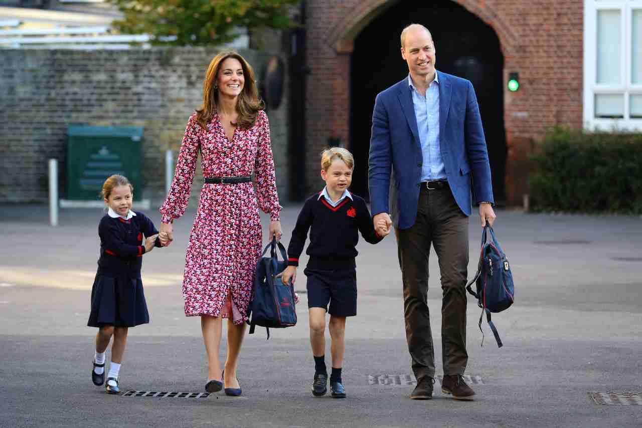 I duchi di Cambridge, William Windsor e Kate Middleton, accompagnano i figli George e Charlotte nel primo giorno di scuola (foto di Aaron Chown - WPA Pool/Getty Images).
