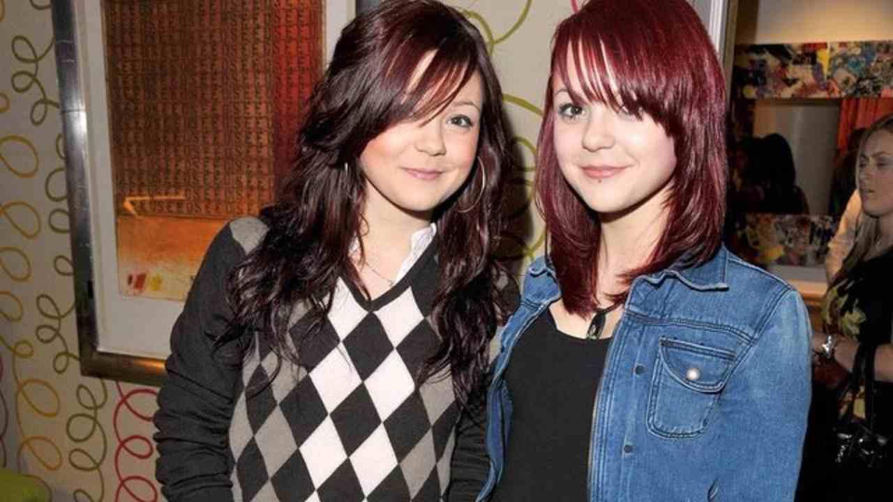 Sorelle gemelle: Megan Prescott e Kathryn Prescott (foto Instagram).