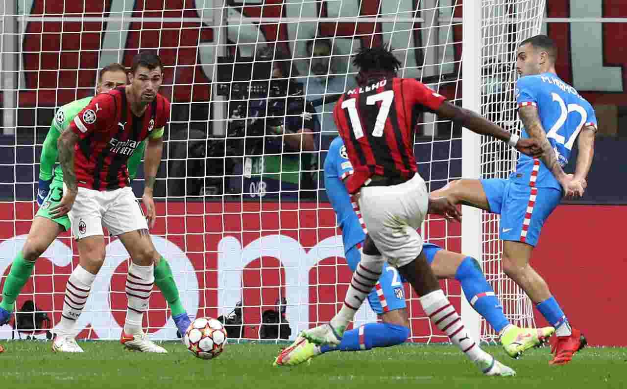 In primo piano: Rafael Leao, l'autore della rete segnata al 20' dal Milan nella gara di Champions League contro l'Atletico Madrid. 28 settembre 2021 (foto Marco Luzzani/Getty Images).
