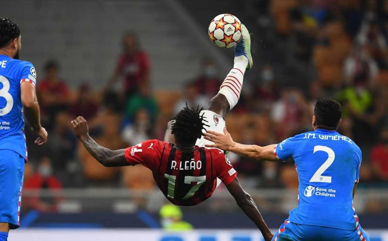 La spettacolare rovesciata di Rafael Leao durante il primo tempo della partita di Champions League Milan-Atletico Madrid. 28 settembre 2021 (foto © AC Milan).
