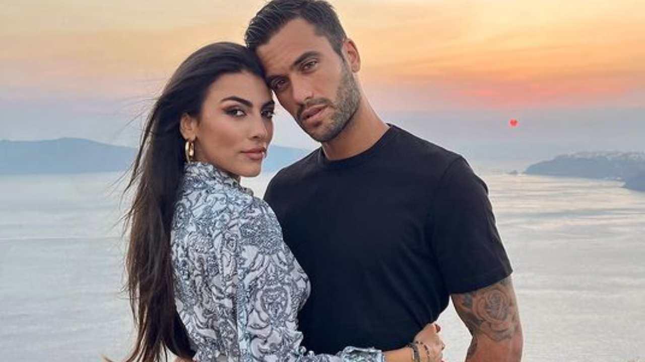 Pierpaolo Pretelli e Giulia Salemi in vacanza a Santorini, in Grecia (foto Instagram).