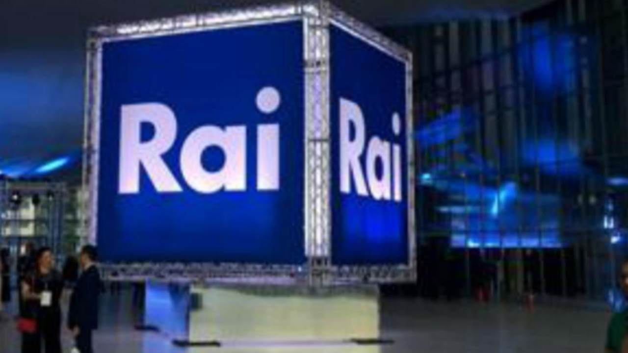 La Rai, ovvero la televisione pubblica italiana.