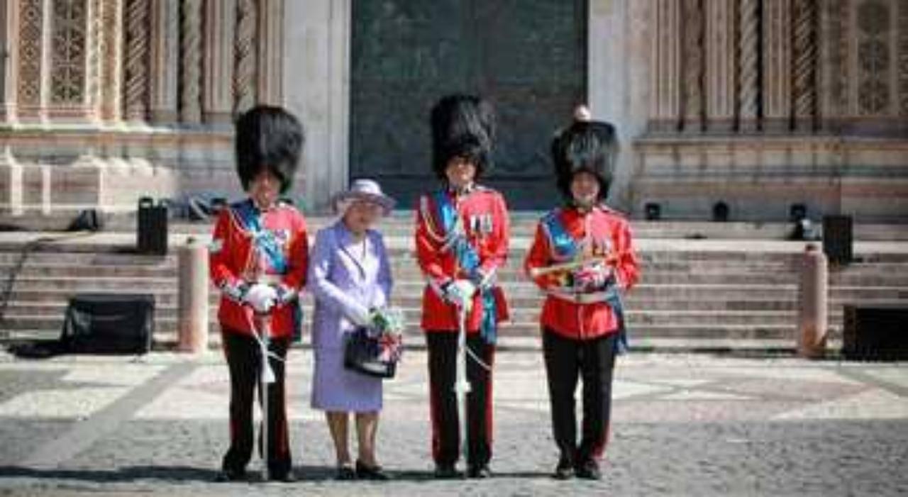 La regina Elisabetta è arrivata in Italia? La foto scattata ad Orvieto (fonte: Il Messaggero).