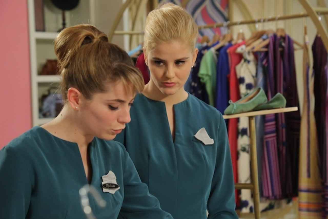 Il paradiso delle Signore: Roberta e Laura al lavoro (foto Rai).
