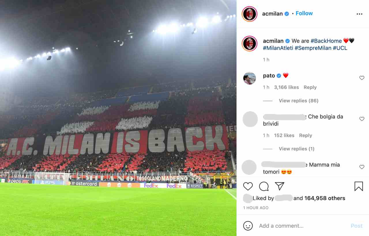 "Lo striscione esposto dalla curva rossonera: ""Milan is back"" (foto © AC Milan)."