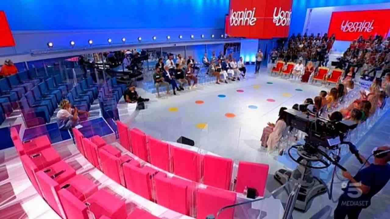Lo studio di Uomini e Donne (foto Mediaset).