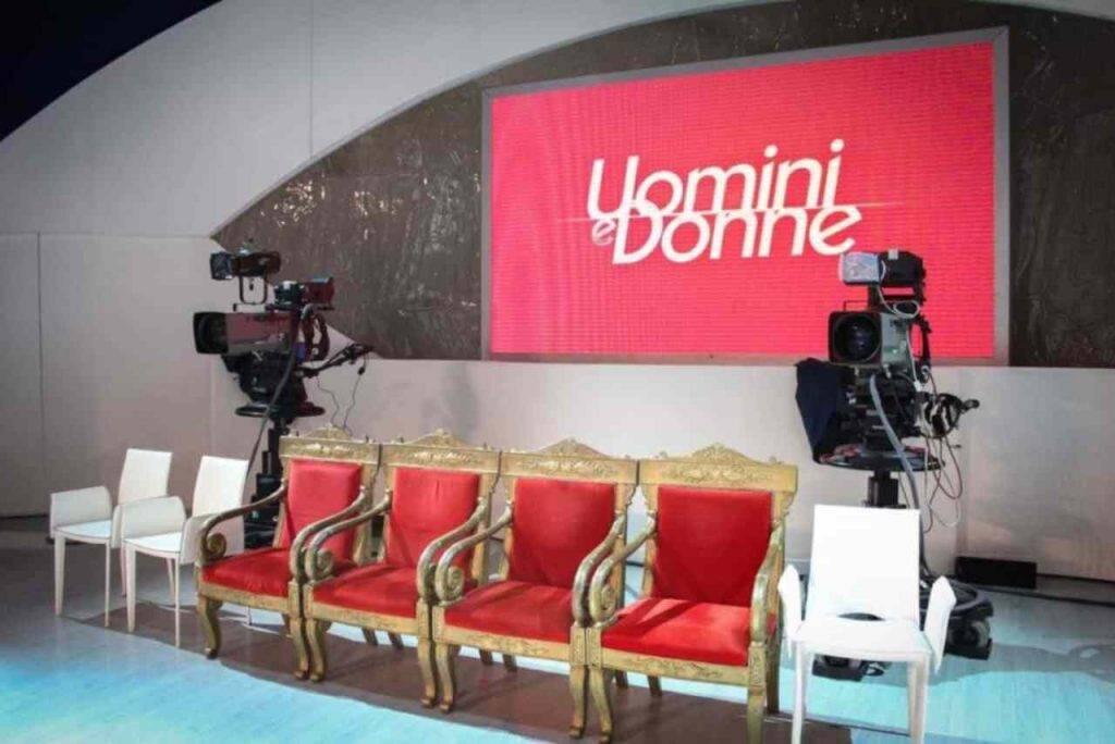 Lo studio della trasmissione Uomini e Donne (foto Mediaset).