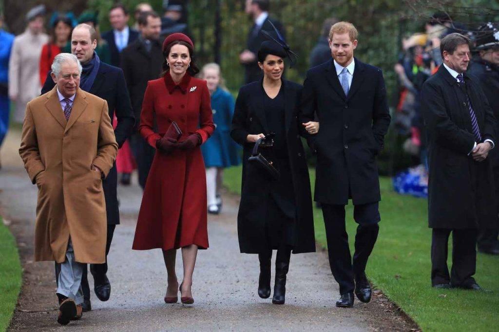 Principe Carlo con Harry e Meghan