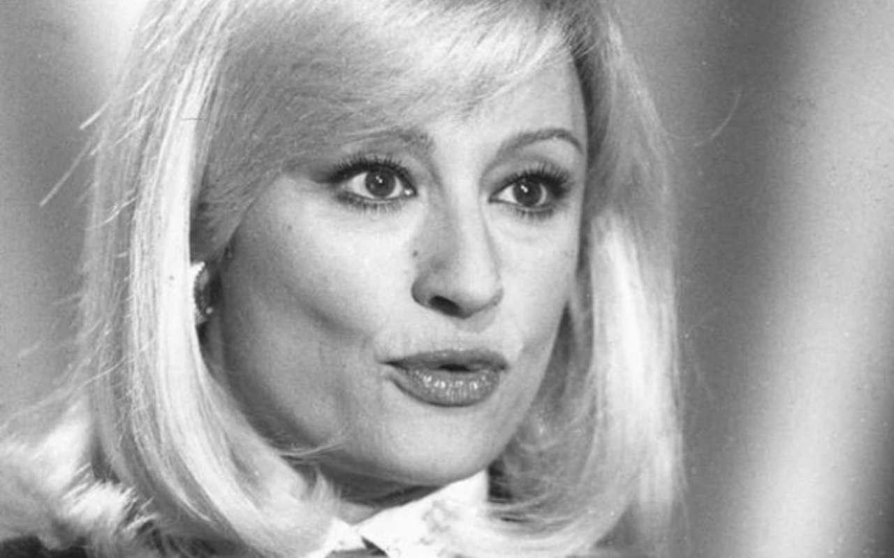 Raffaella Carrà, un omaggio che esalta i fan