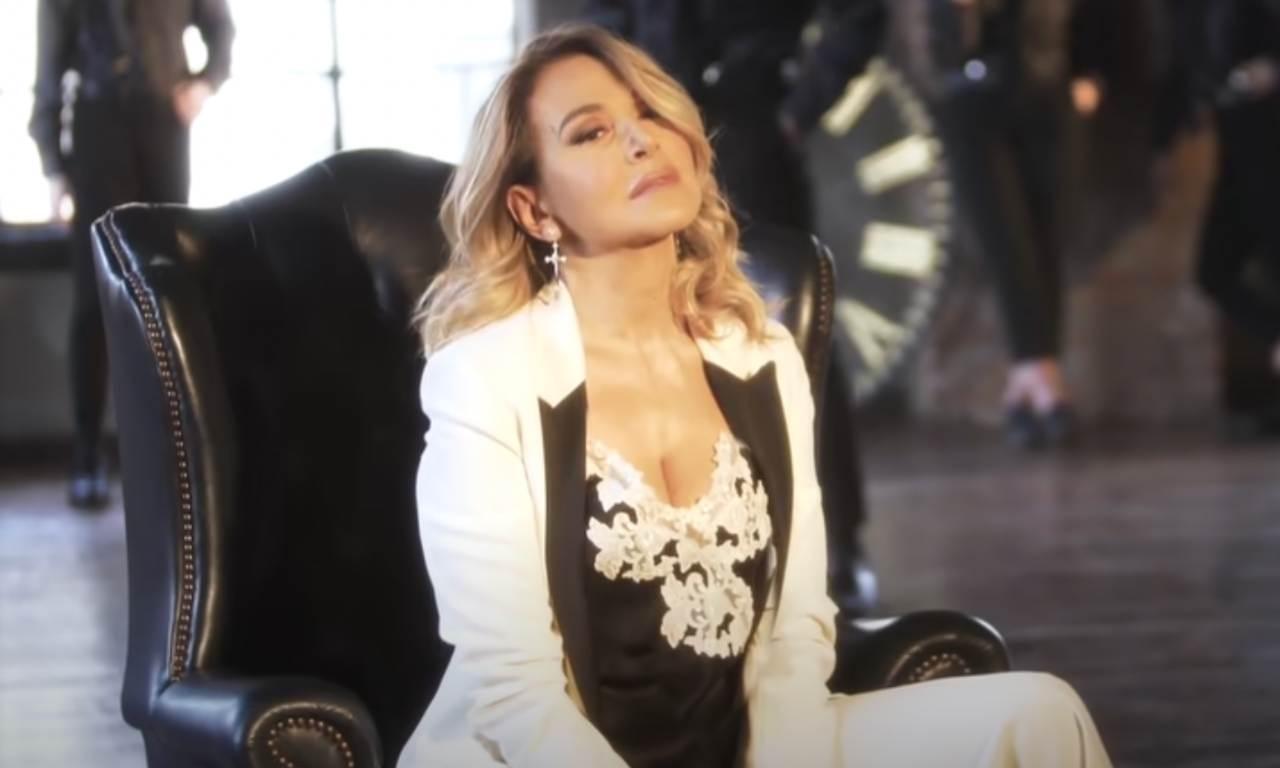 Anche cantante: Cristiano Malgioglio ha duettato con Barbara D'Urso nella canzone Dolce Amaro: ecco una foto del set del video.