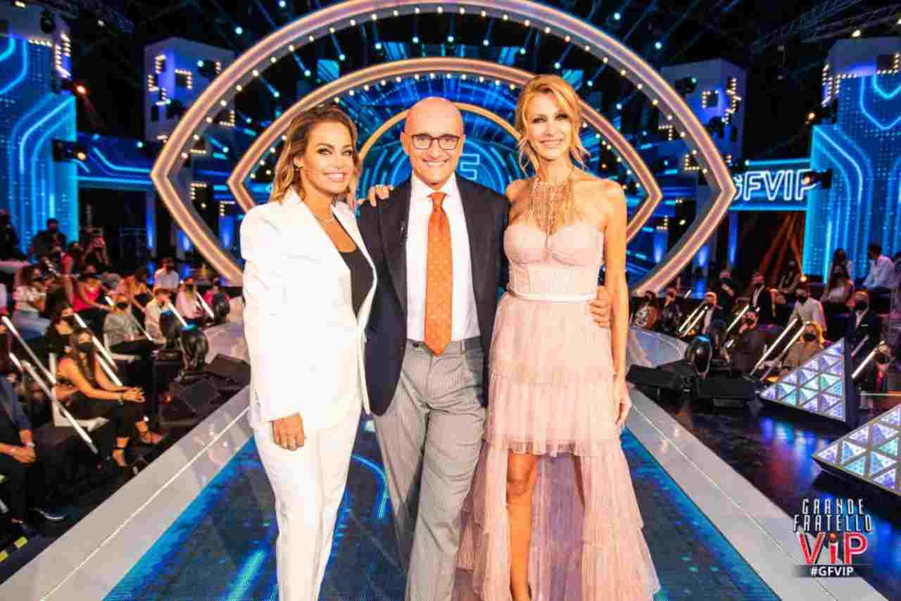 GF Vip 6, il conduttore Alfonso Signorini e le opinioniste Adriana Volpe e Sonia Bruganelli (foto Mediaset).
