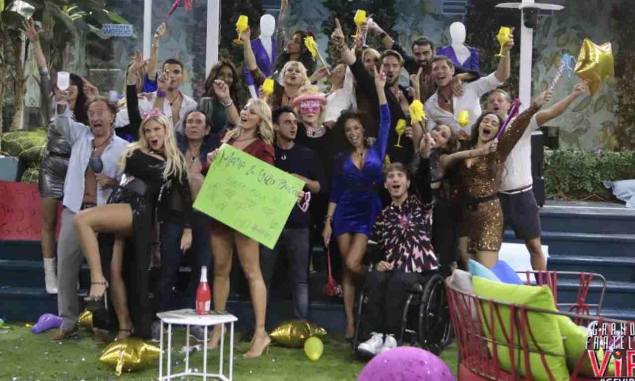 GF Vip 6: la festa organizzata dagli inquilini per il compleanno di Carmen Russo (foto Mediaset).
