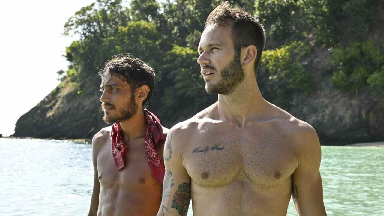 Isola dei Famosi: l'amicizia nata fra Matteo Diamante e lo YouTuber Awed (foto Rai).
