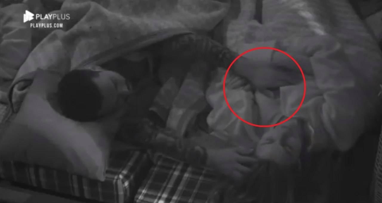 Le inaccettabili immagini della molestia di Nego Do Borel a Dayane Mello durante il reality show brasiliano La Fazenda (foto RecordTV).