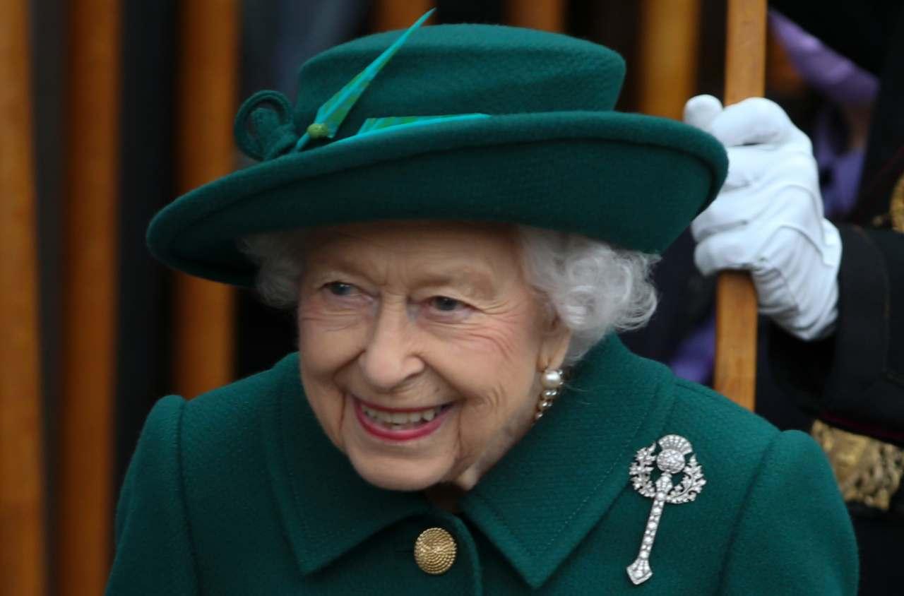 La regina Elisabetta II visita il parlamento scozzese. Edimburgo, 2 ottobre 2021 (foto di Gordon Terris Herald & Times - Pool/Getty Images).