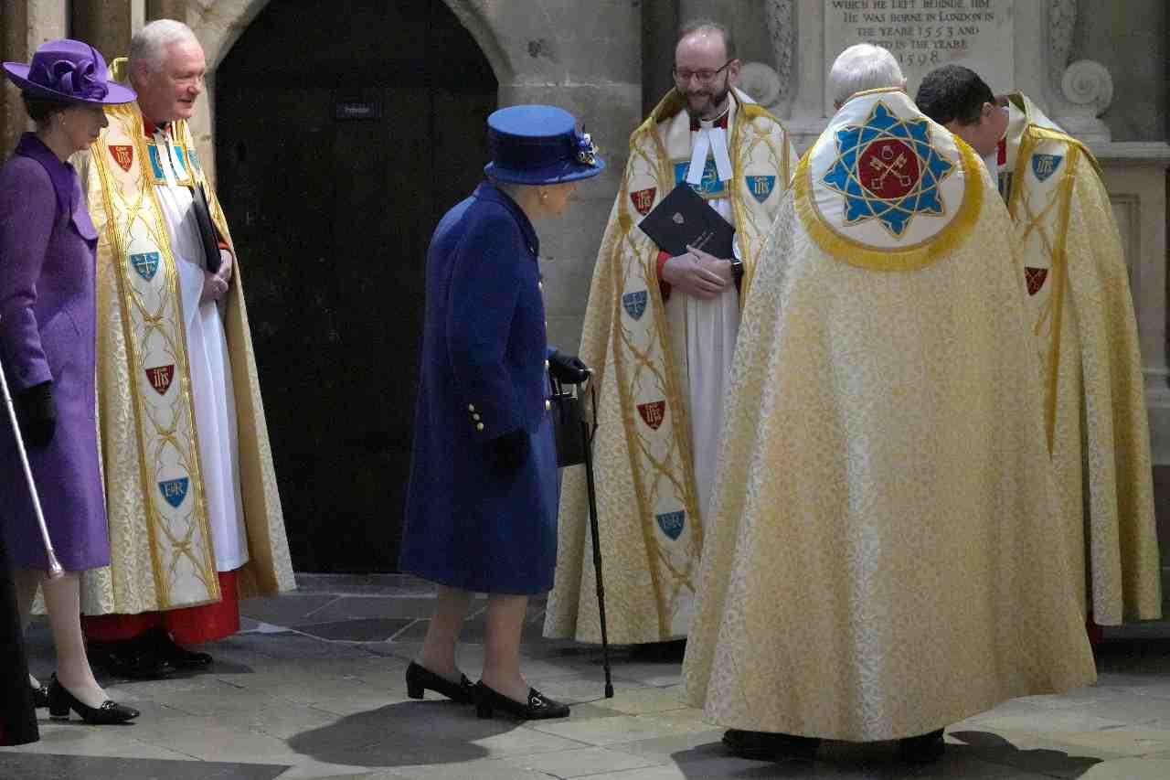 Abbazia di Westminster, la Regina Elisabetta in vista. 12 ottobre 2021 (foto di Arthur Edwards - WPA Pool/Getty Images).