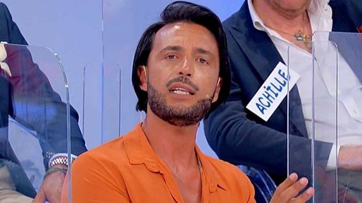 Uomini e Donne, la pettinatura di Armando Incarnato nella puntata del 5 ottobre (foto Mediaset).