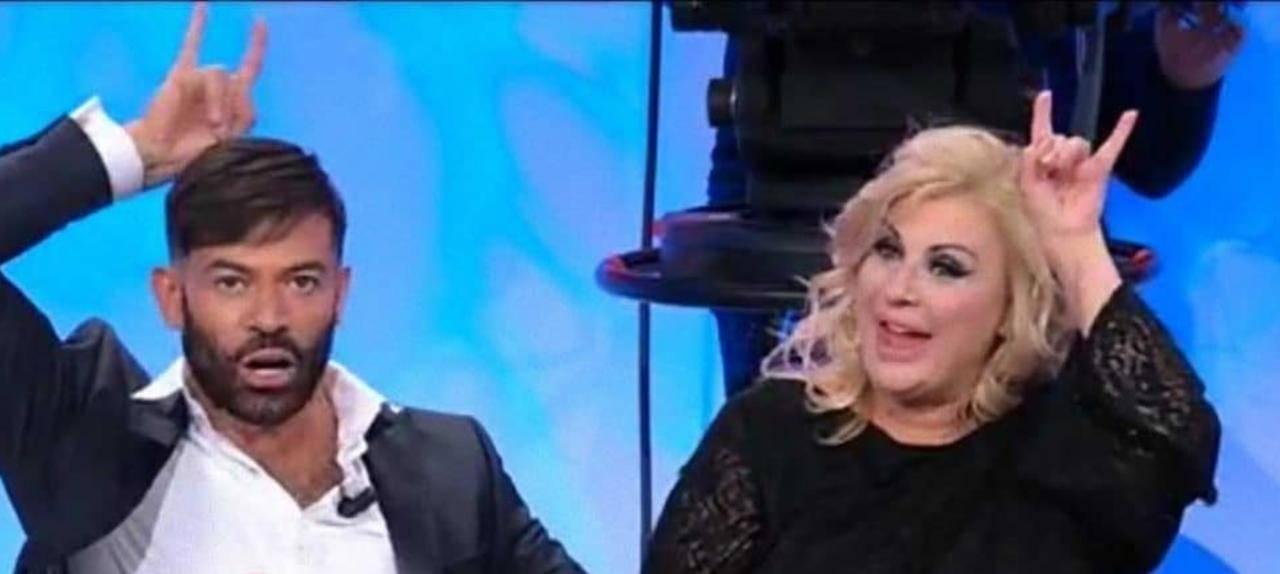 Gli opinionisti di Uomini e Donne: Gianni Sperti e Tina Cipollari (foto Mediaset).